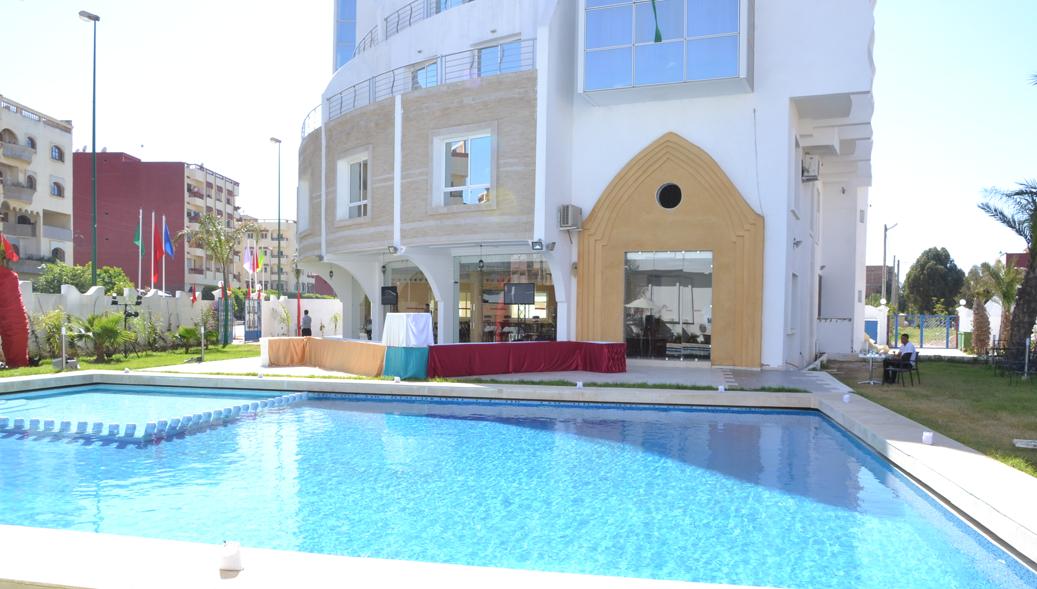 Piscine hotel aymen sidi slimane for Piscine personnalisee